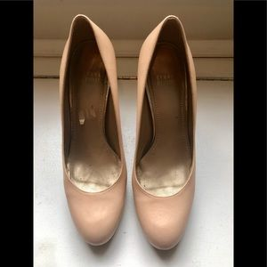 Stuart Weitzman nude pumps with gold heels, 8.5